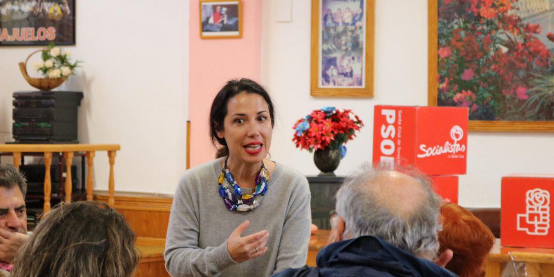 Patricia Hernández con vecinos de La SaludII