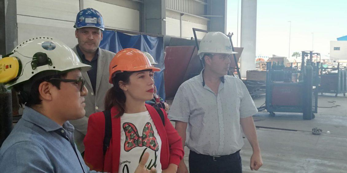 Patricia Hernández junto a los trabajadores de Tenerife Shipyards